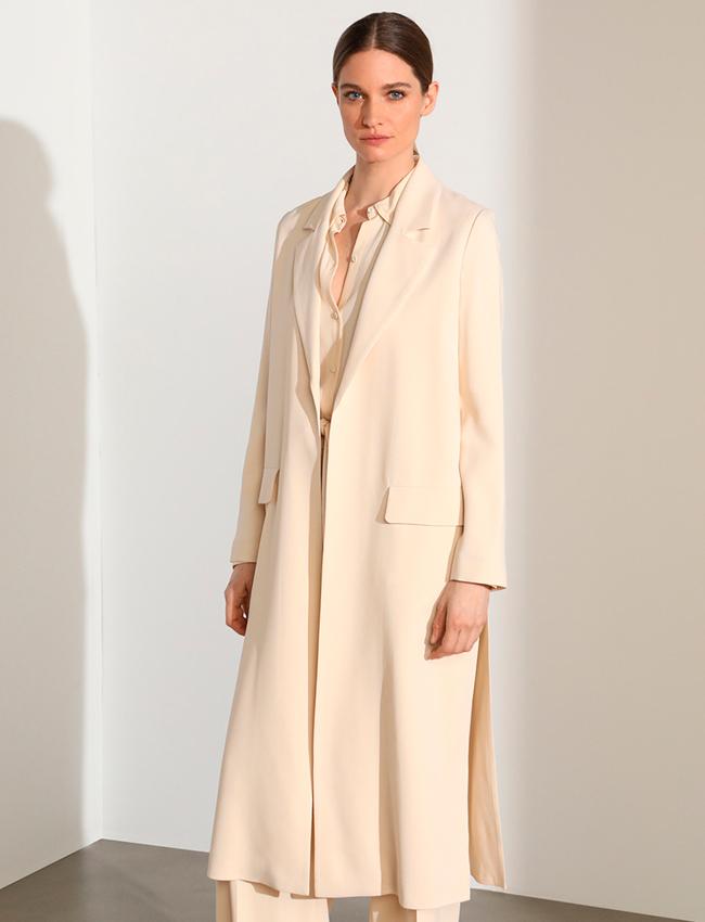 Abrigo largo en color vainilla de Woman Limited El Corte Inglés