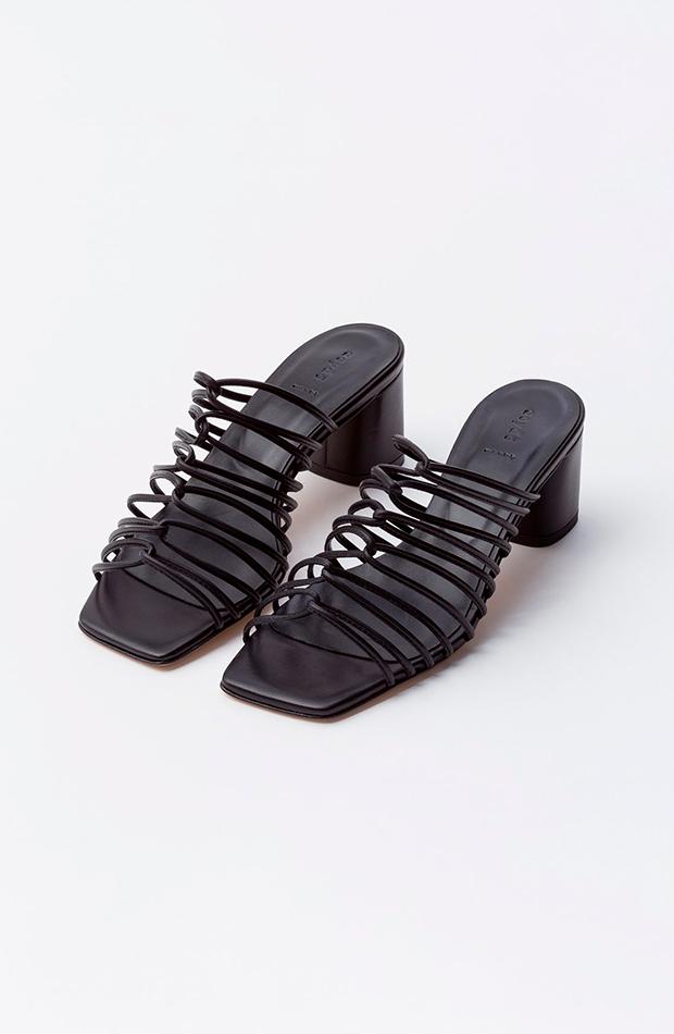 sandalias negras tiras aeyde zapatos invitada para verano