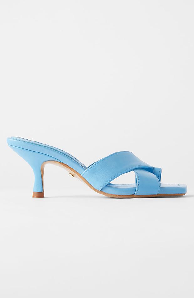 zara sandalia de tacón azul zapatos de invitada para verano