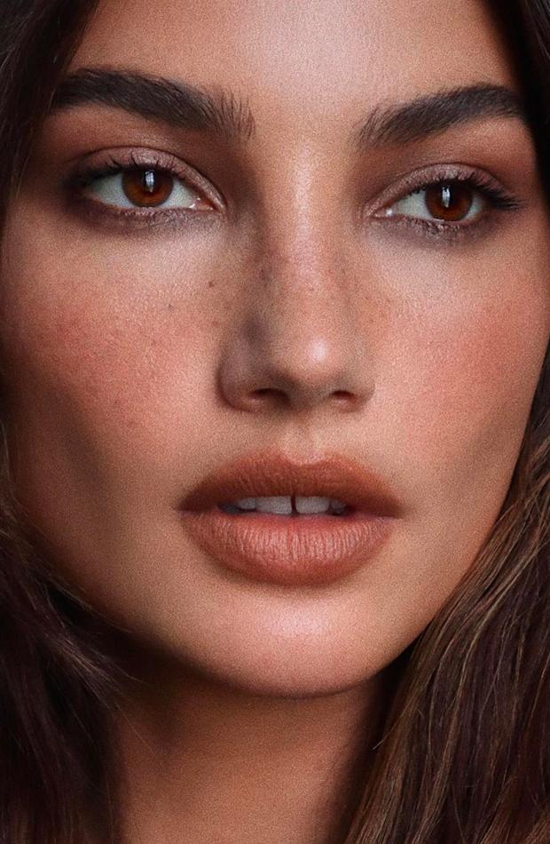 Lily Aldridge tendencias de belleza verano 2020