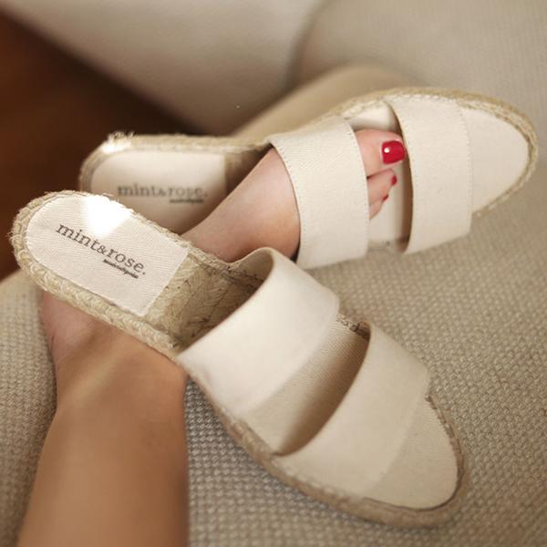 Alpargatas planas estilo sandalia de Mint&Rose