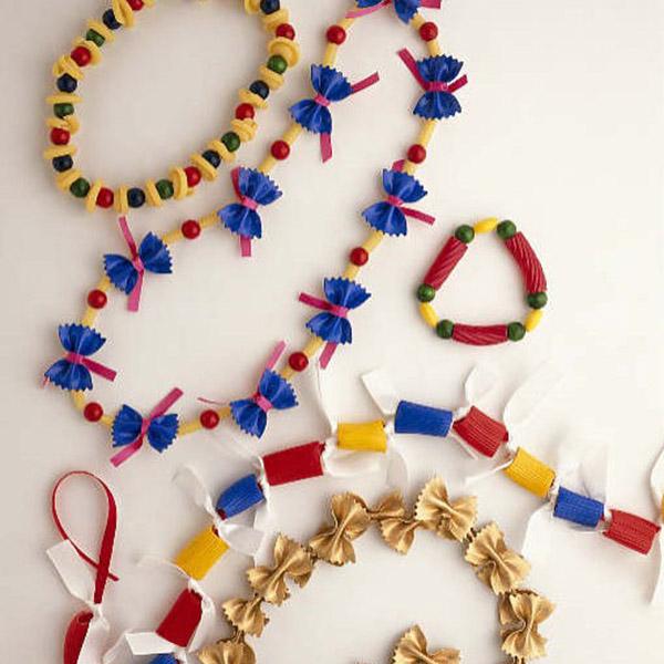 Juegos para hacer en casa con niños: Collar de macarrones
