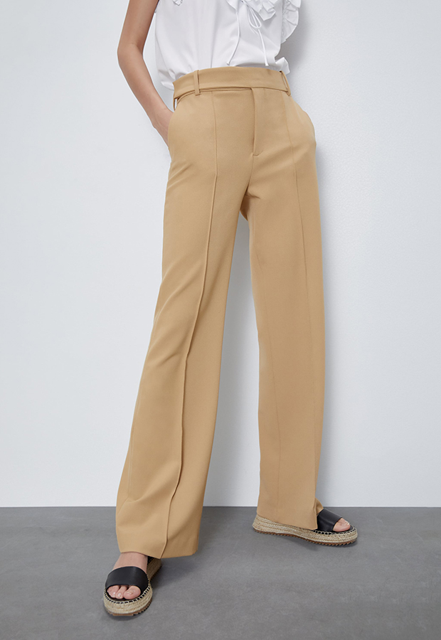 Pantalón flare beige de Zara