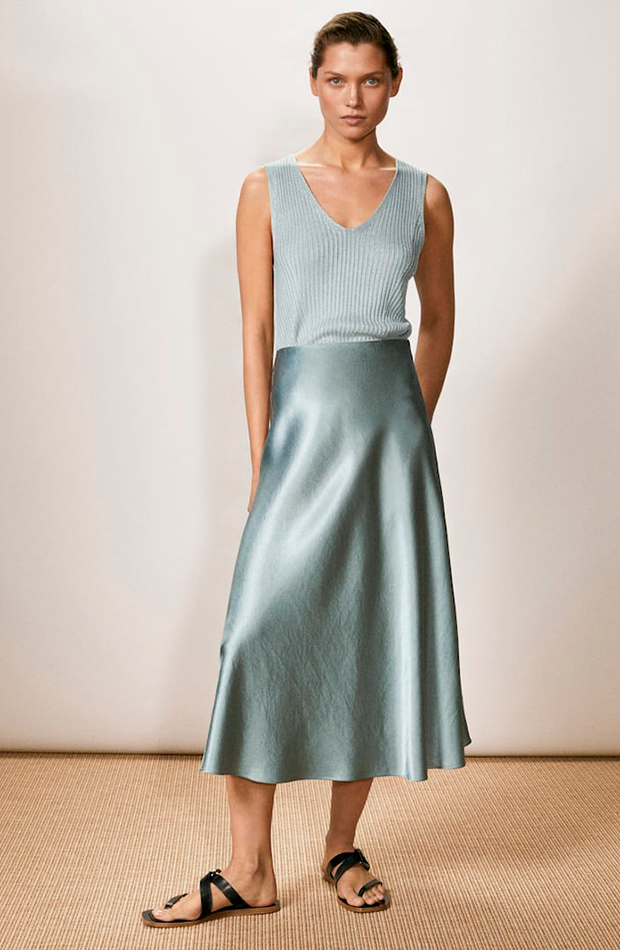 Top y falda azul de Massimo Dutti