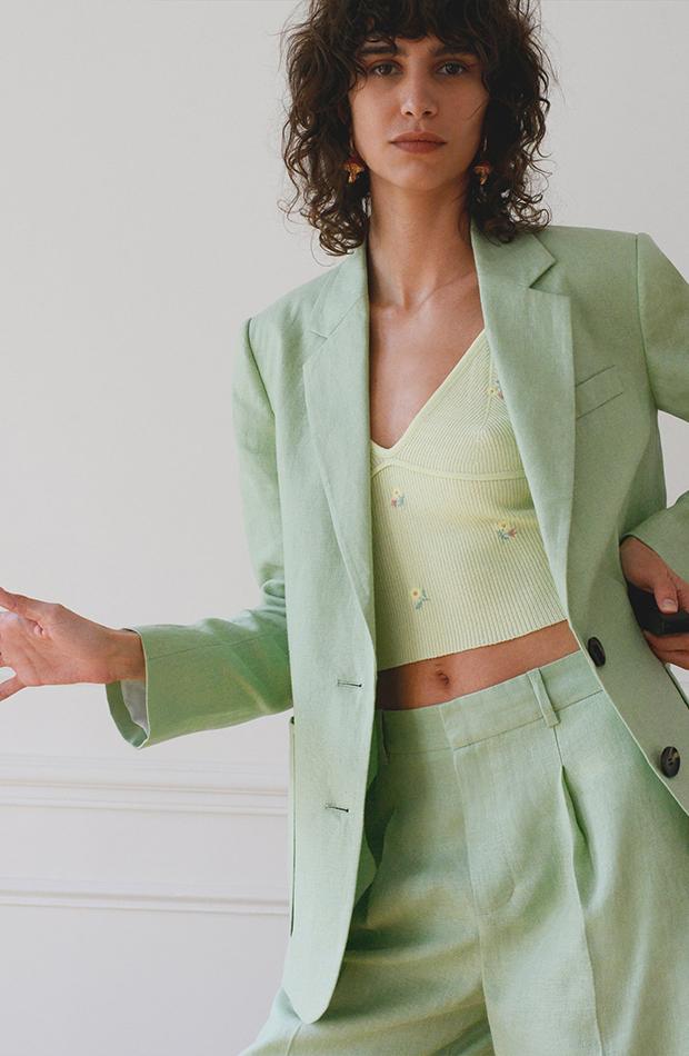 Conjunto verde de Zara en tonos pastel traje y top de punto con flores
