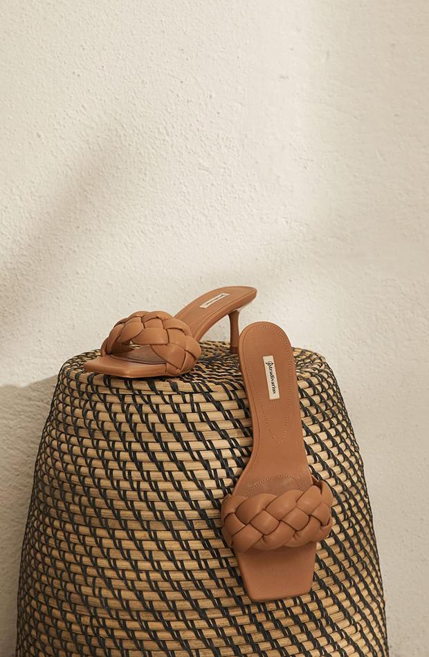 Sandalias trenzadas acolchadas camel stradivarius