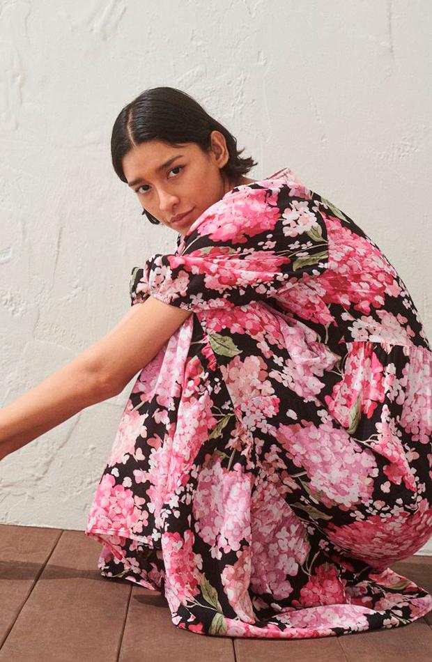 prendas para llevar con converse vestido estampado de flores hm