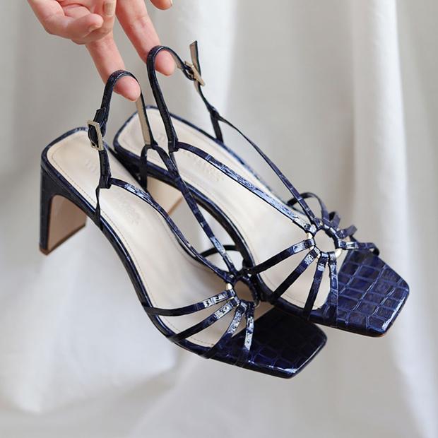 zapatos tendencia verano 2020: Sandalias de tiras finas