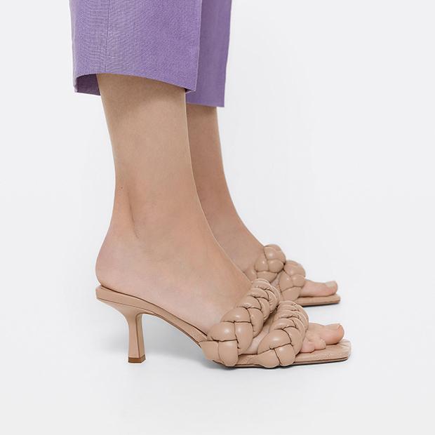 zapatos tendencia verano 2020: Sandalias con tiras trenzadas