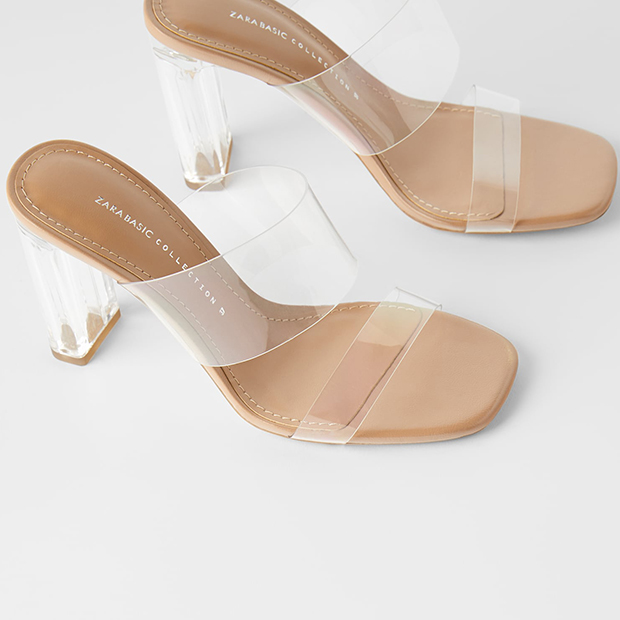 zapatos tendencia verano 2020: Sandalias de vinilo