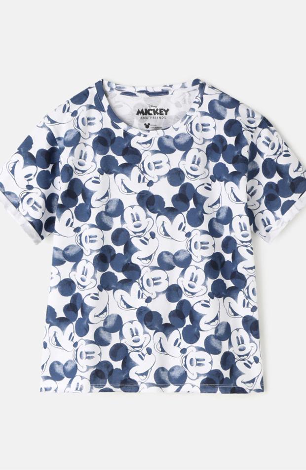 el estilo de ana de armas camiseta azul y blanca