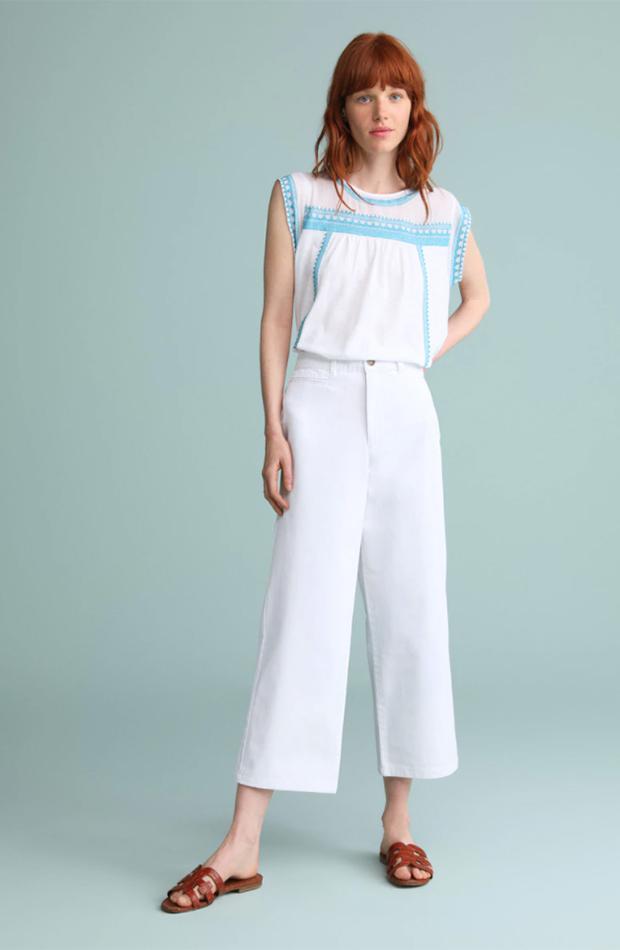 el estilo de ana de armas jeans crop blanco