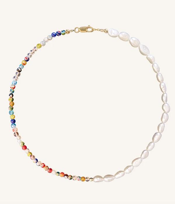 collares de bolitas de colores con perlas
