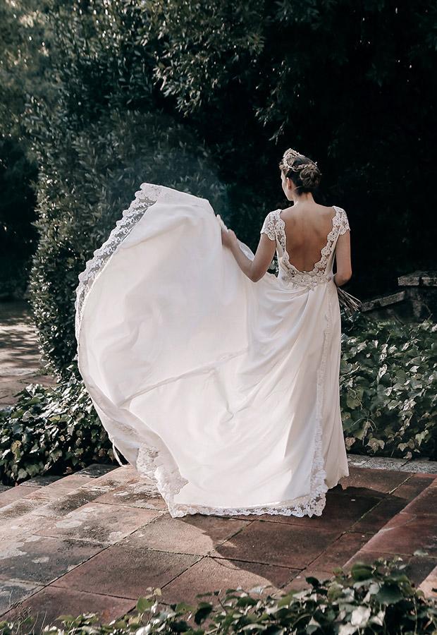 Vestido de novia con espalda abierta de Confesiones de una boda