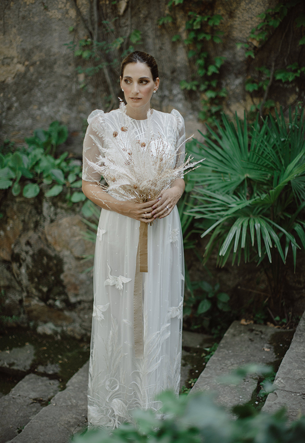 Vestido de novia con encajes de Confesiones de una boda