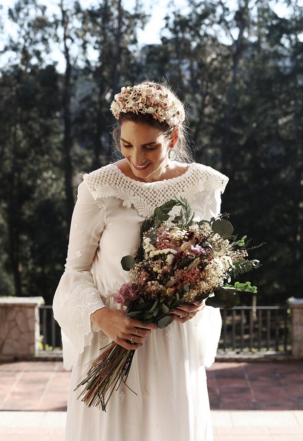 Vestido de novia con corona de Confesiones de una boda
