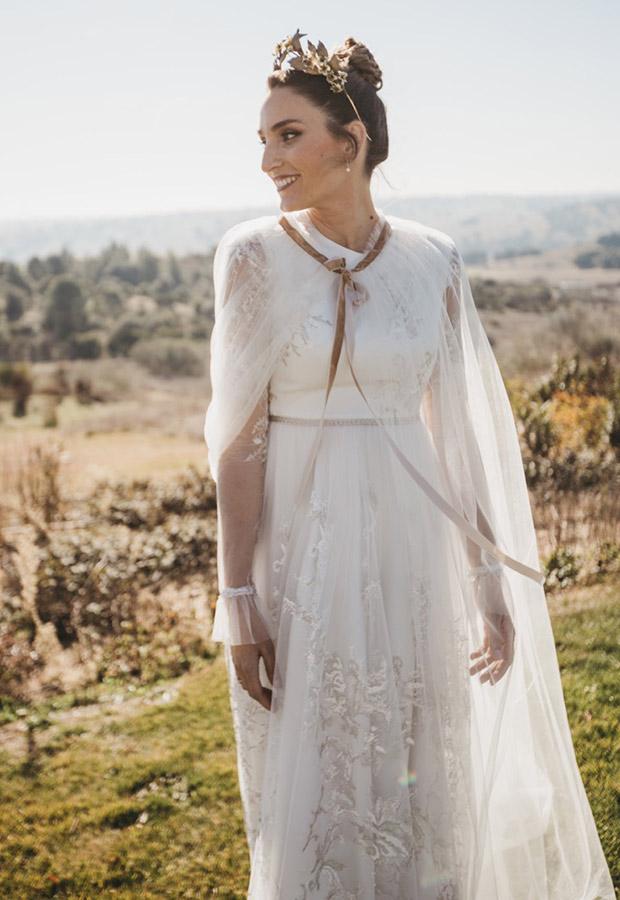Confesiones de una boda con vestido con capa