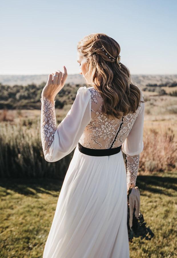 Confesiones de una boda con vestido con detalles negros