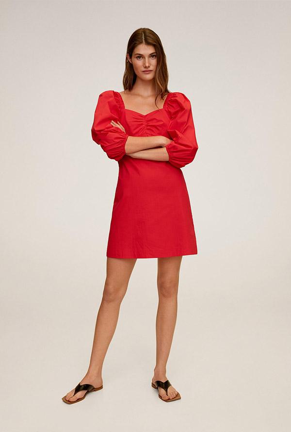 Vestido con mangas abullonadas en rojo de Mango