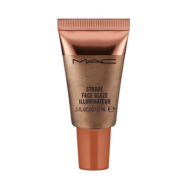 maquillaje efecto bronceado: Iluminador Strobe Face Glaze de M.A.C