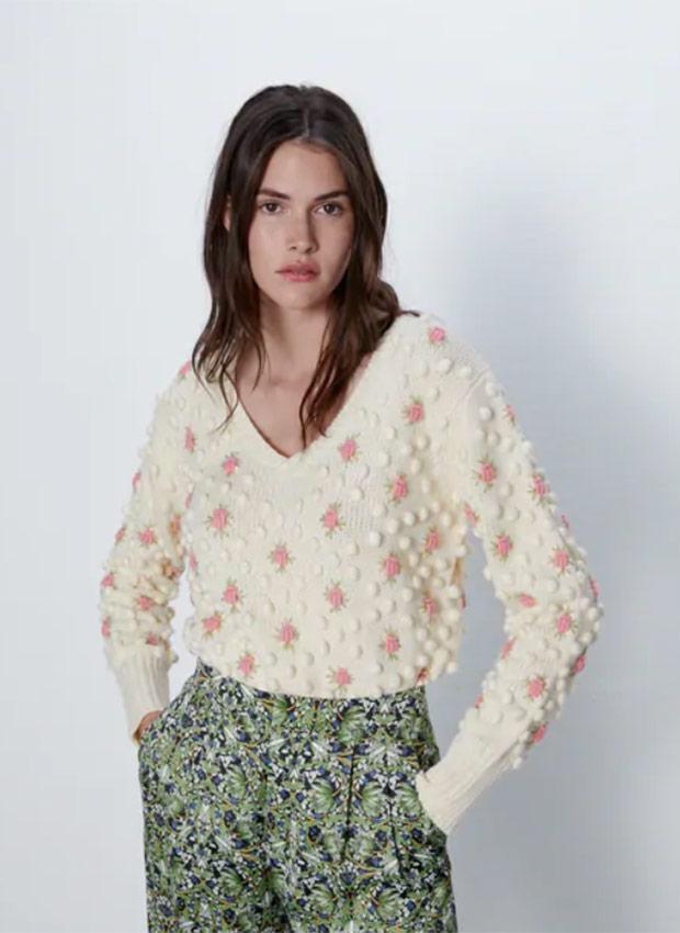 Jersey con pompones y flores de Zara