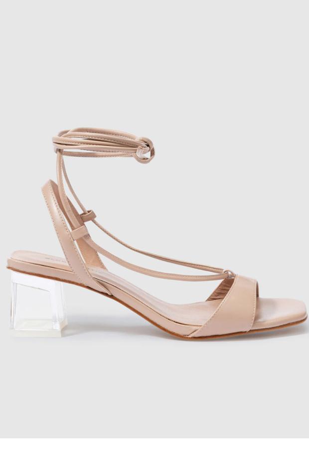 Sandalias de Gloria Ortiz con cierre de cordones