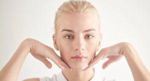 Los mejores productos cosméticos con los que practicar el yoga facial