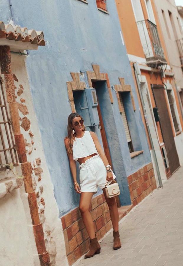 Looks de Bartabac verano blanco con botas