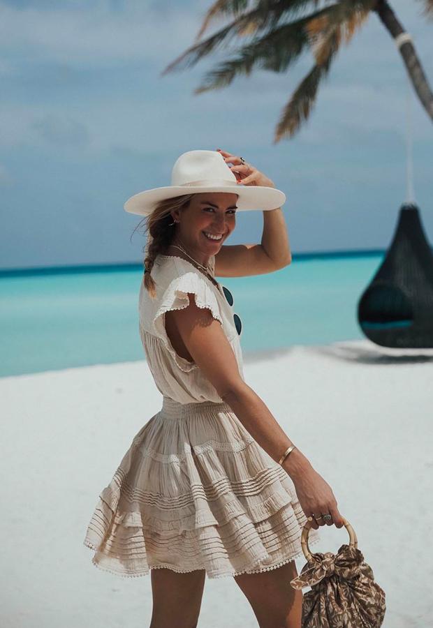 Looks de Bartabac verano vestido beige
