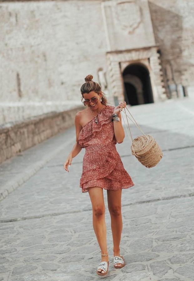 Looks de Bartabac verano vestido con volantes