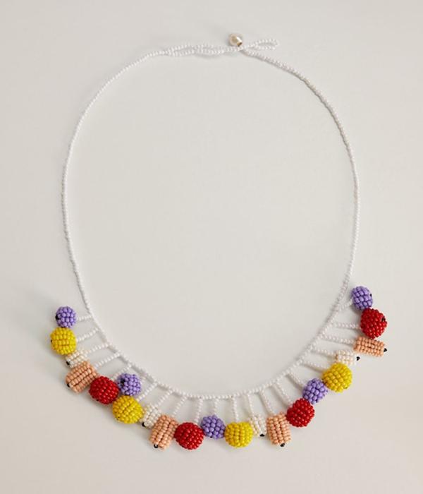 collares de bolitas de colores con borlas de mango