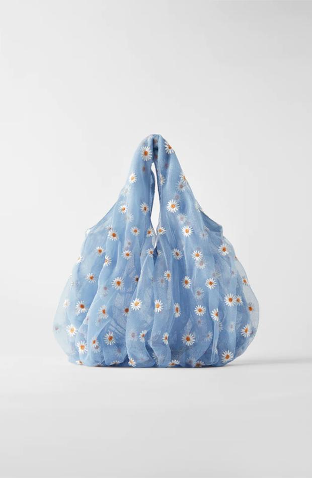 Bolso de Zara de tul azul con margaritas