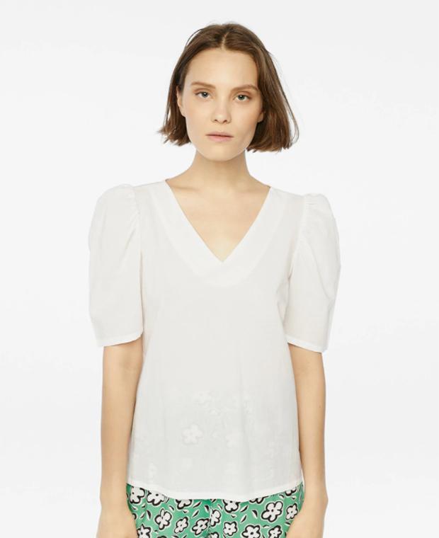 Prendas blancas: Top con manga corta abullonada