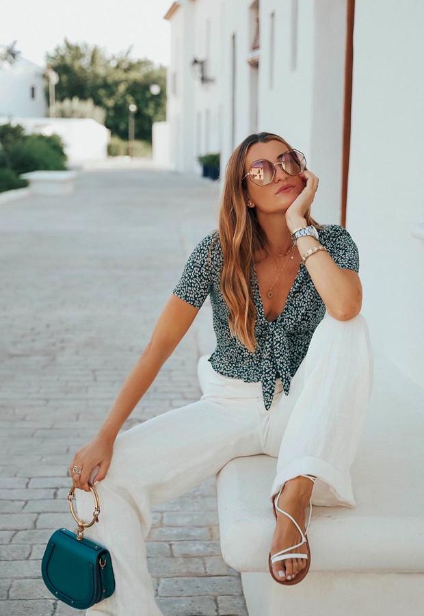 Top cruzado con pantalón blanco looks de Bartabac verano