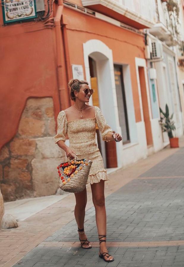 vestido amarillo con escote cuadrado Looks de Bartabac verano