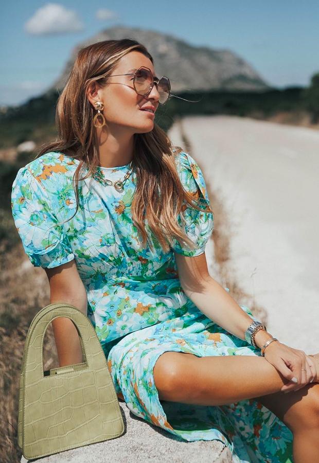 Looks de Bartabac verano veestido azul con flores