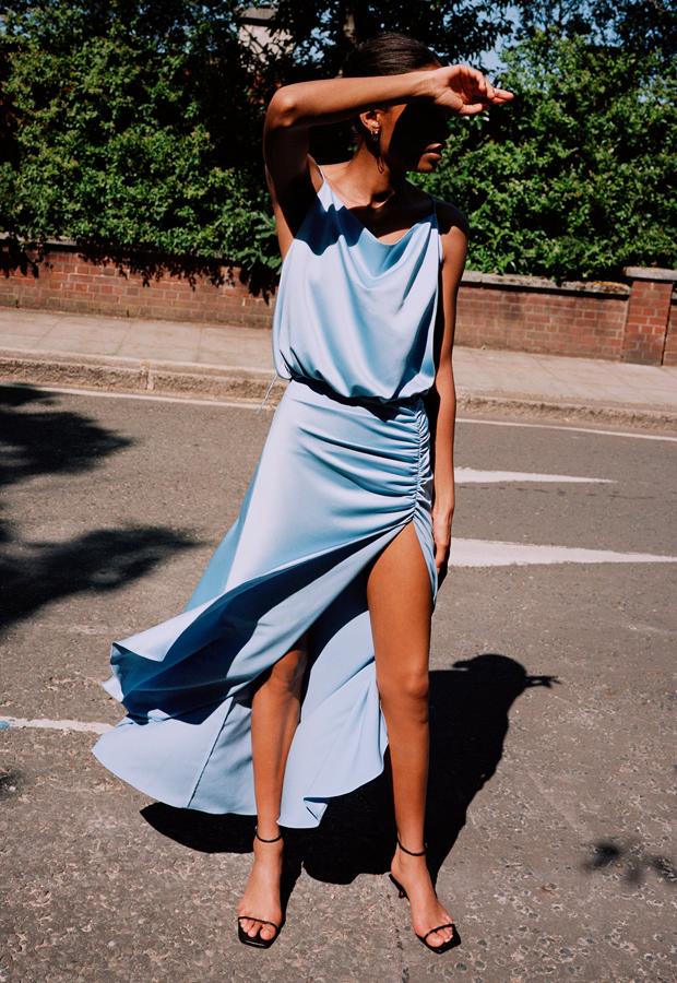 prendas satinadas Vestido satinado drapeado de Zara