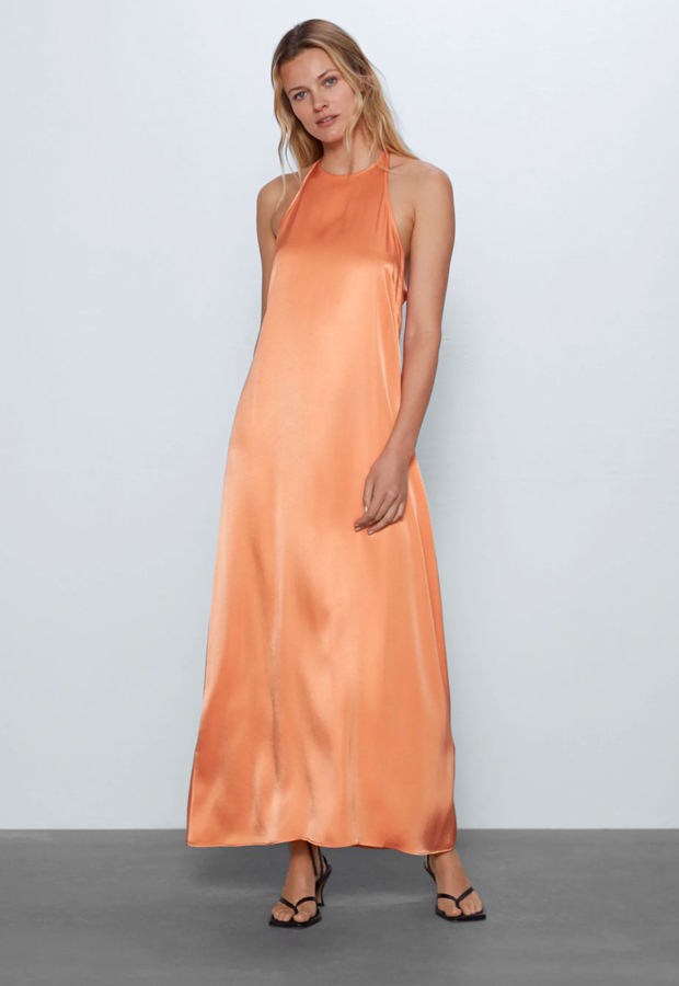 Vestido cuello halter de Zara prendas satinadas