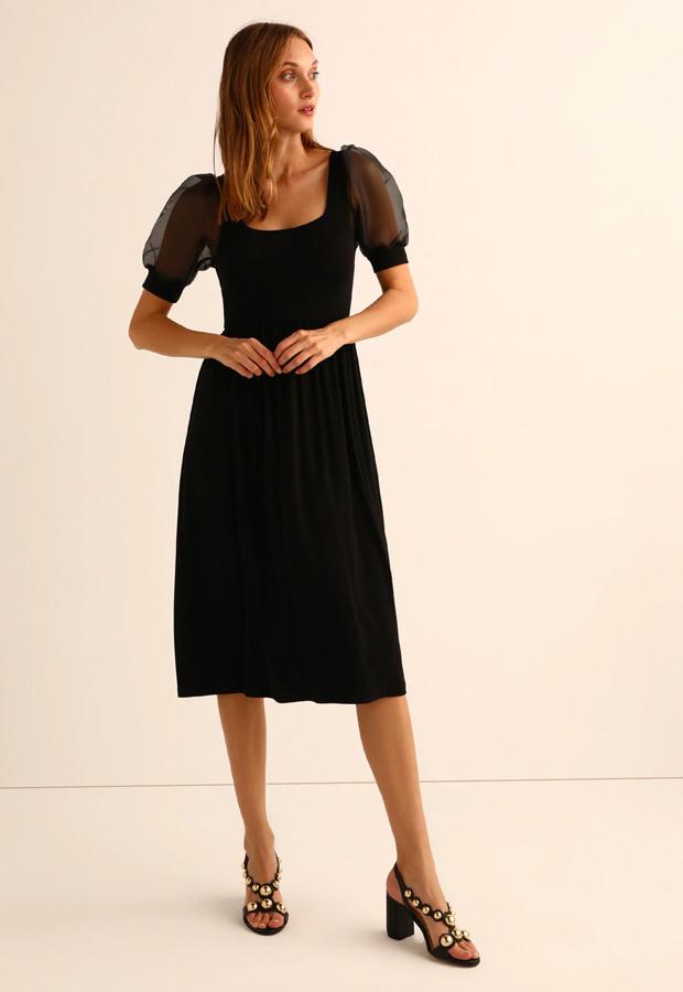 Vestido negro con mangas de organza prendas con transparencias