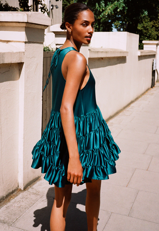 prendas satinadas Vestido satinado con volantes de Zara