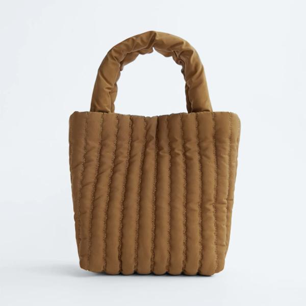 Bolso acolchado ocre de Zara