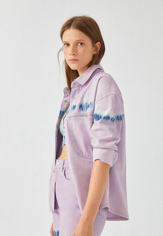 rebajas de entretiempo Pull Bear Camisa lila tie-dye