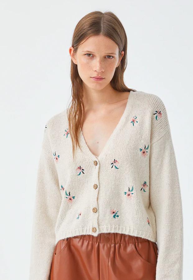 chaquetas de punto Chaqueta con flores bordadas de Pull&Bear