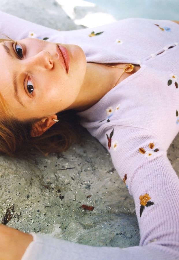 Chaqueta de punto con flores bordadas de Zara