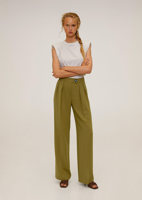 Pantalón recto con pinzas en color verde de Mango