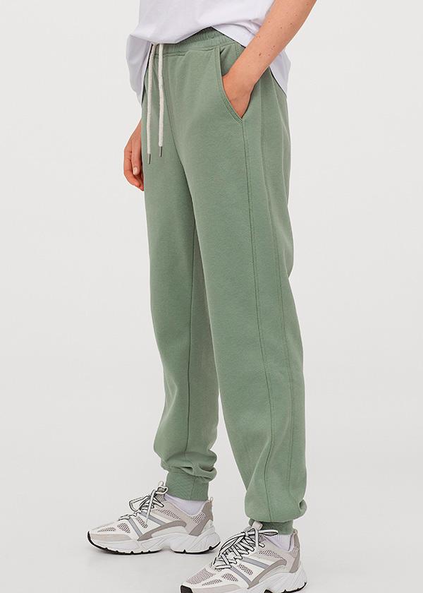 Joggers de H&M en color verde salvia