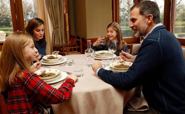 La Reina Letizia comiendo en Zarzuela