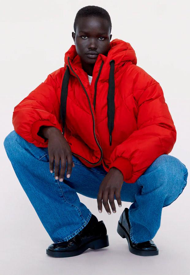 Cazadora acolchada de Zara en rojo