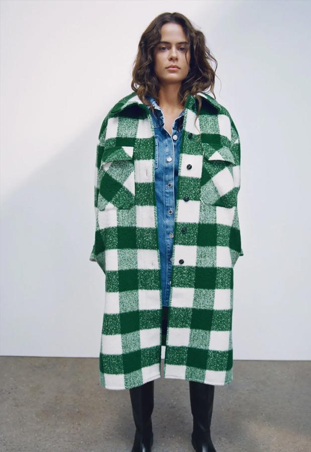 Abrigo de lana de cuadros verdes de Zara