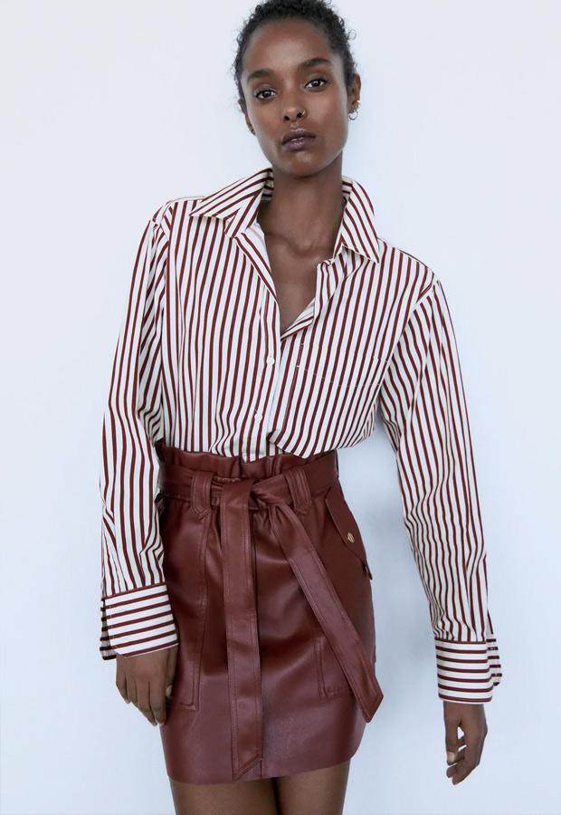 Minifalda de Zara de efecto piel